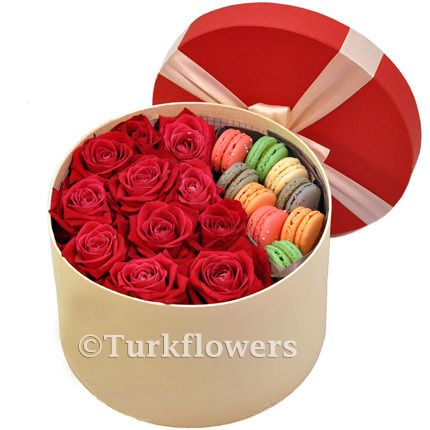 9-macaron-cookies,-11-red-roses