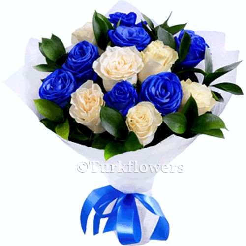 13-white-blue-roses-bouquet