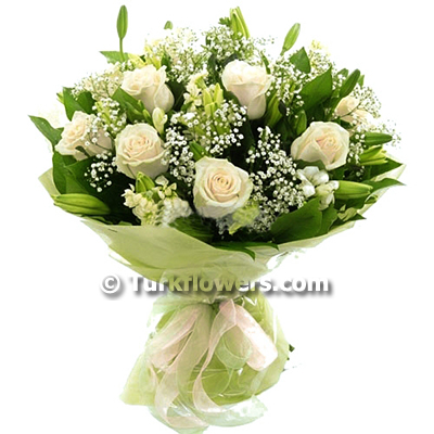 white-roses-and-lily-bouquet